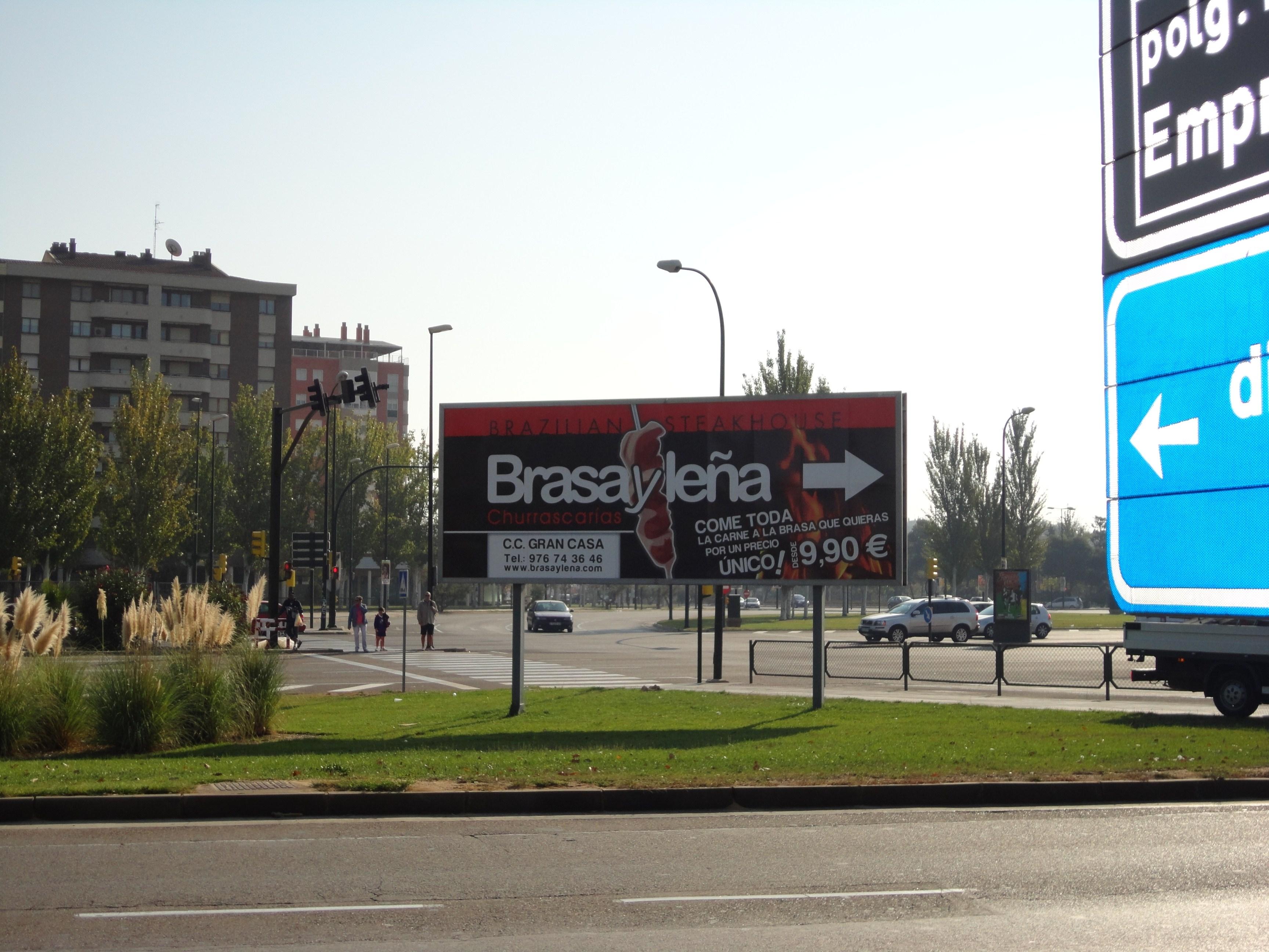 Valla de publicidad del restaurante de BRASAYLEÑA
